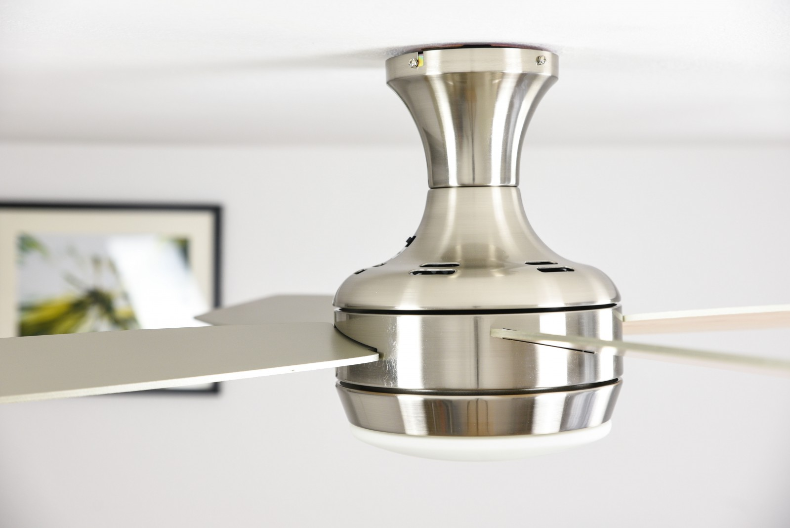 Saturn ceiling fan