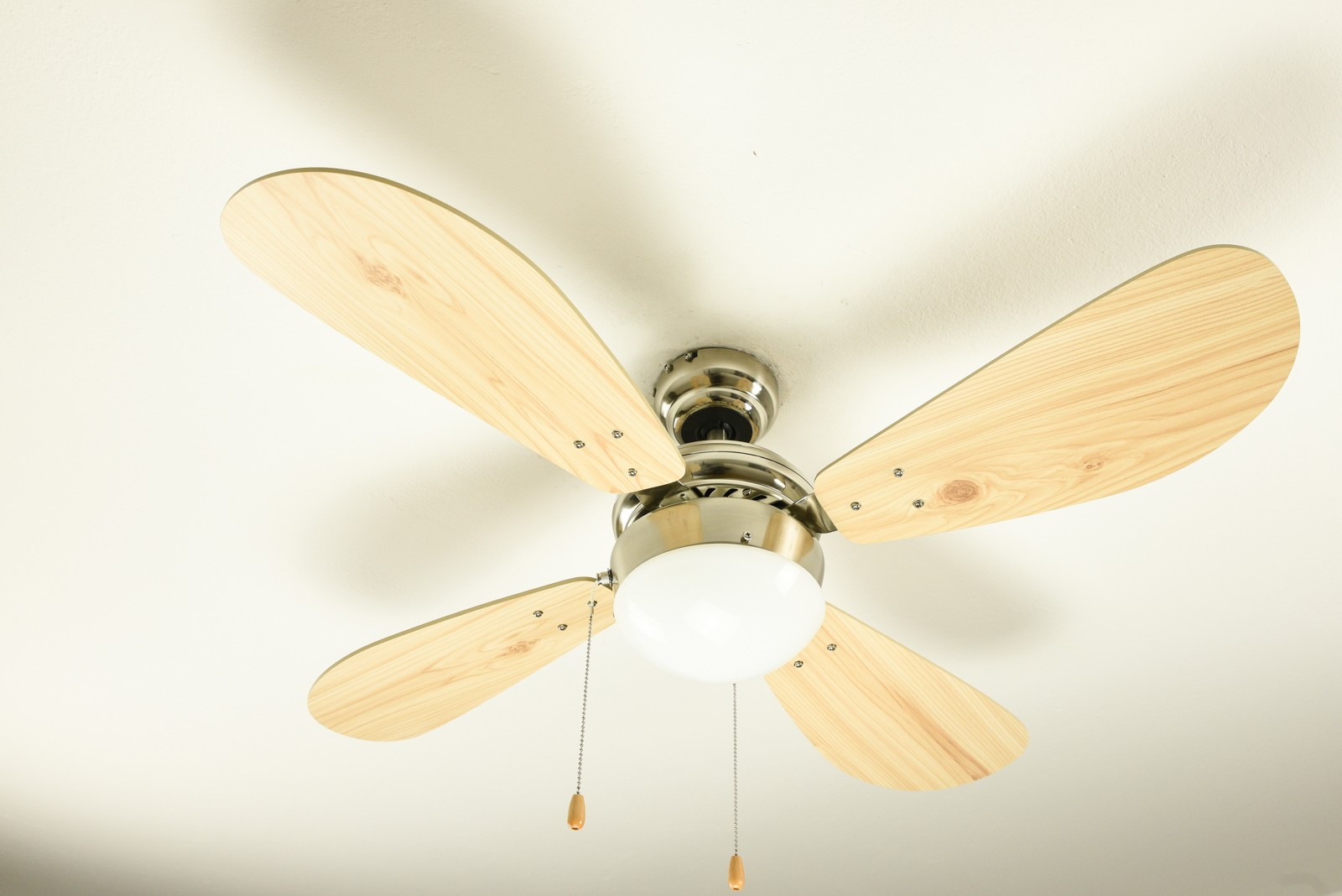 Classic ceiling fan light with pull cords