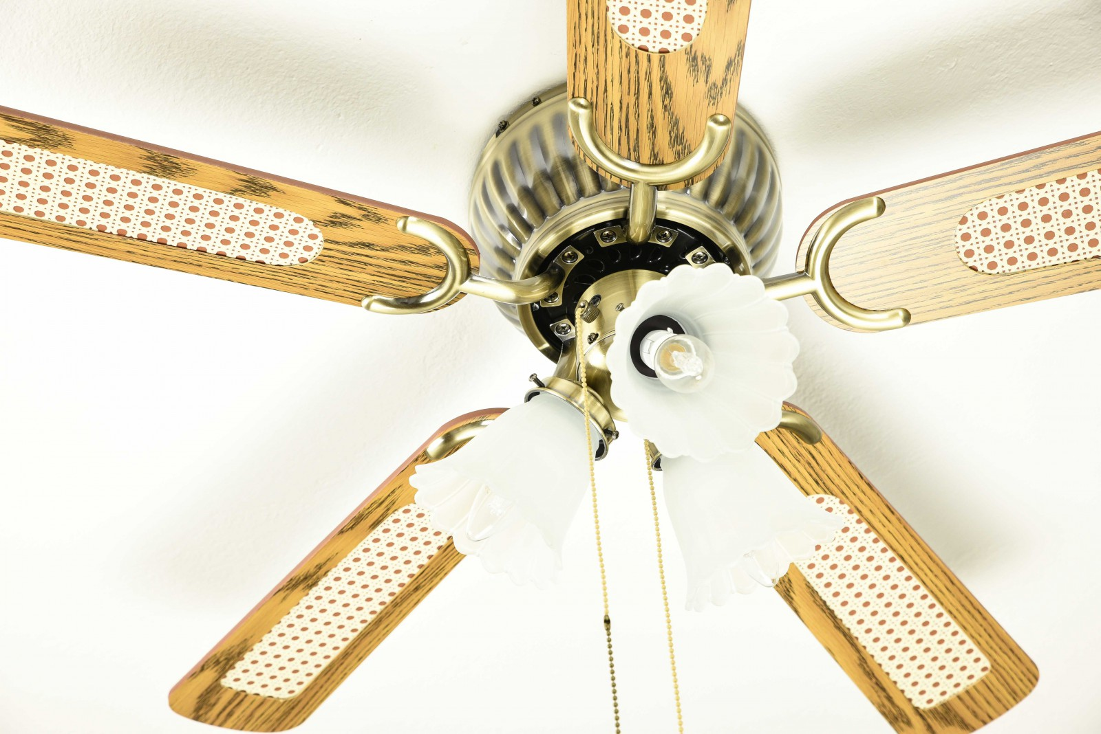 Kisa ceiling fan with pull cords